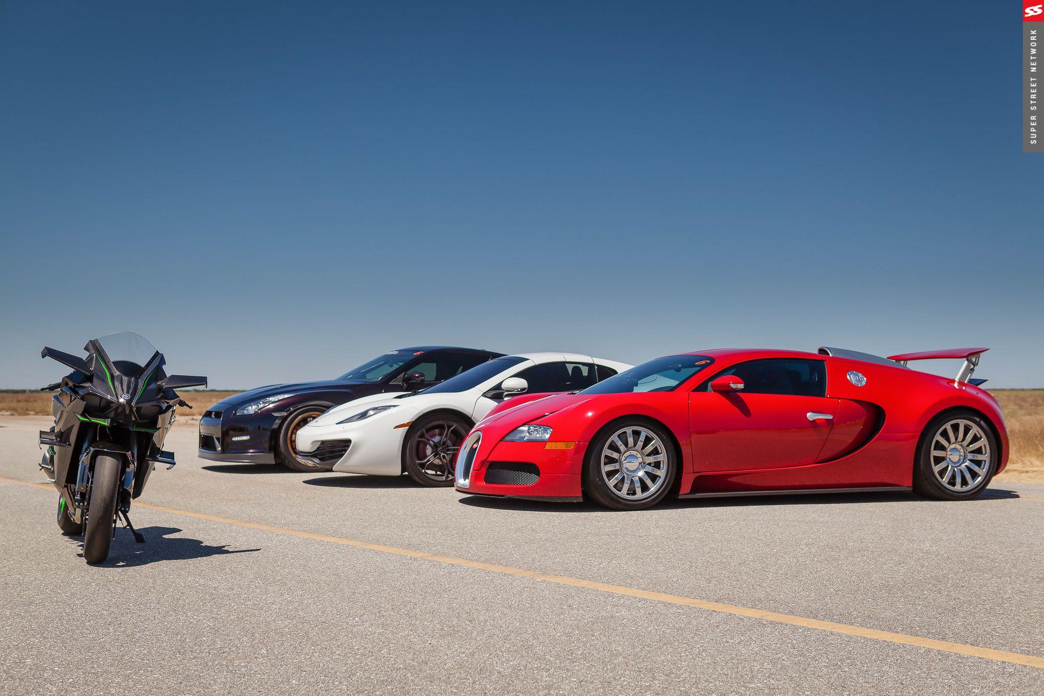 Três super carros versus uma super moto, quem leva a melhor?